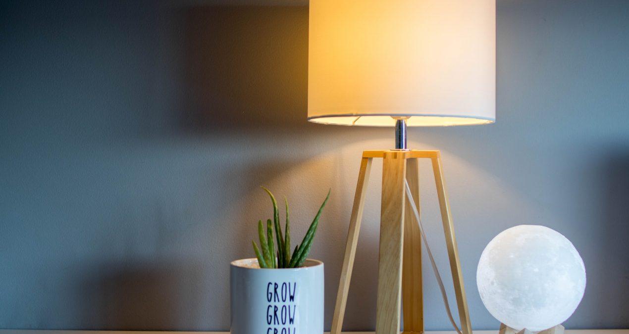 Como poupar na conta da luz estando em casa?