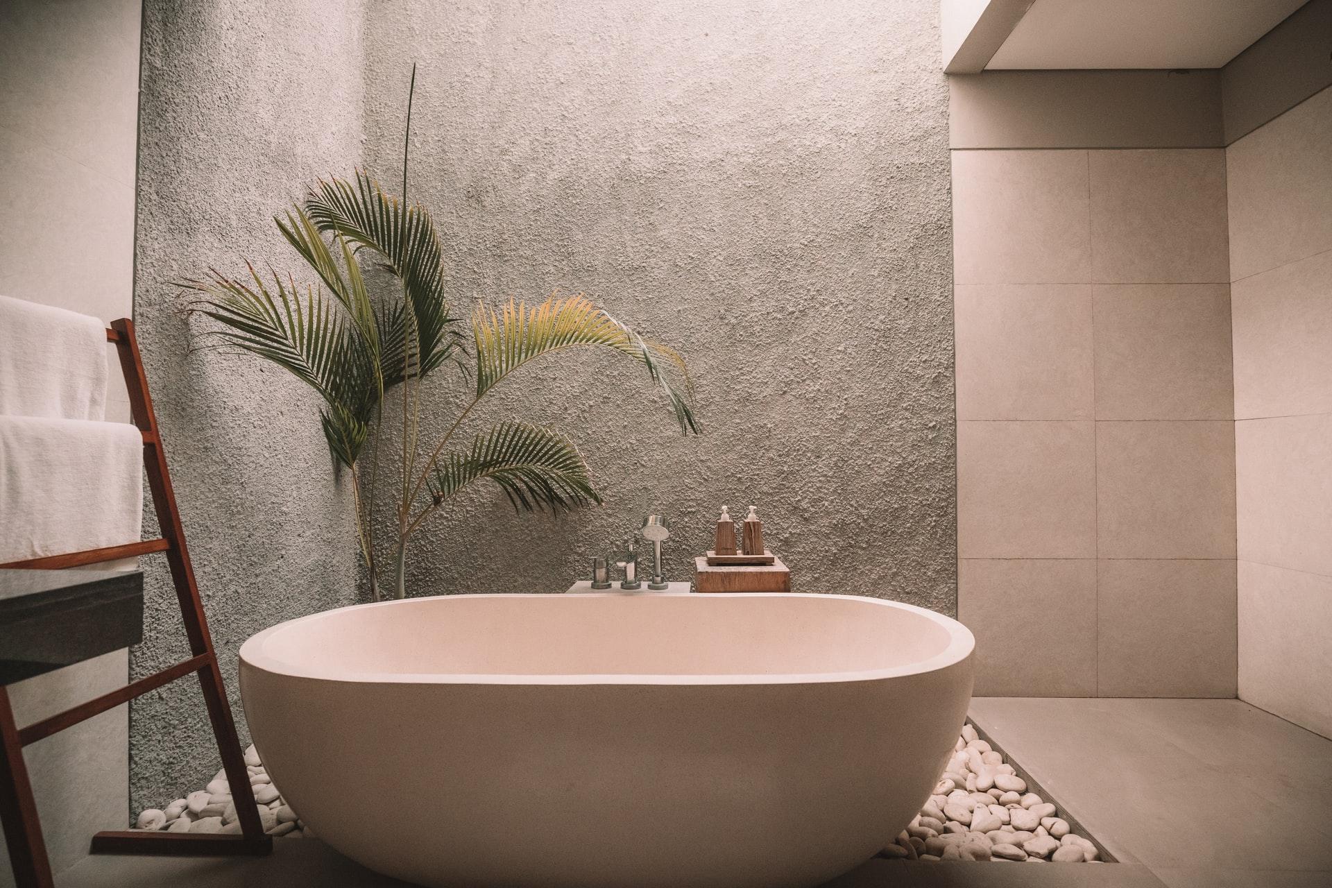 Como poupar água na casa de banho - banheira