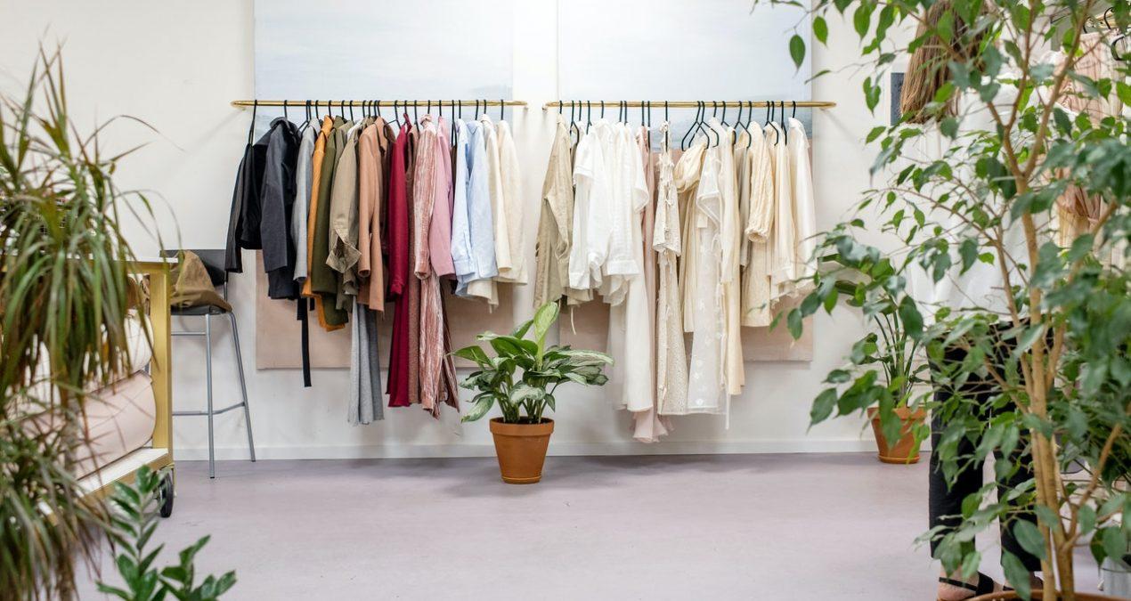 Como poupar dinheiro a comprar roupa?