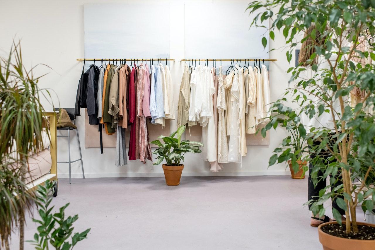 Como poupar dinheiro a comprar roupa