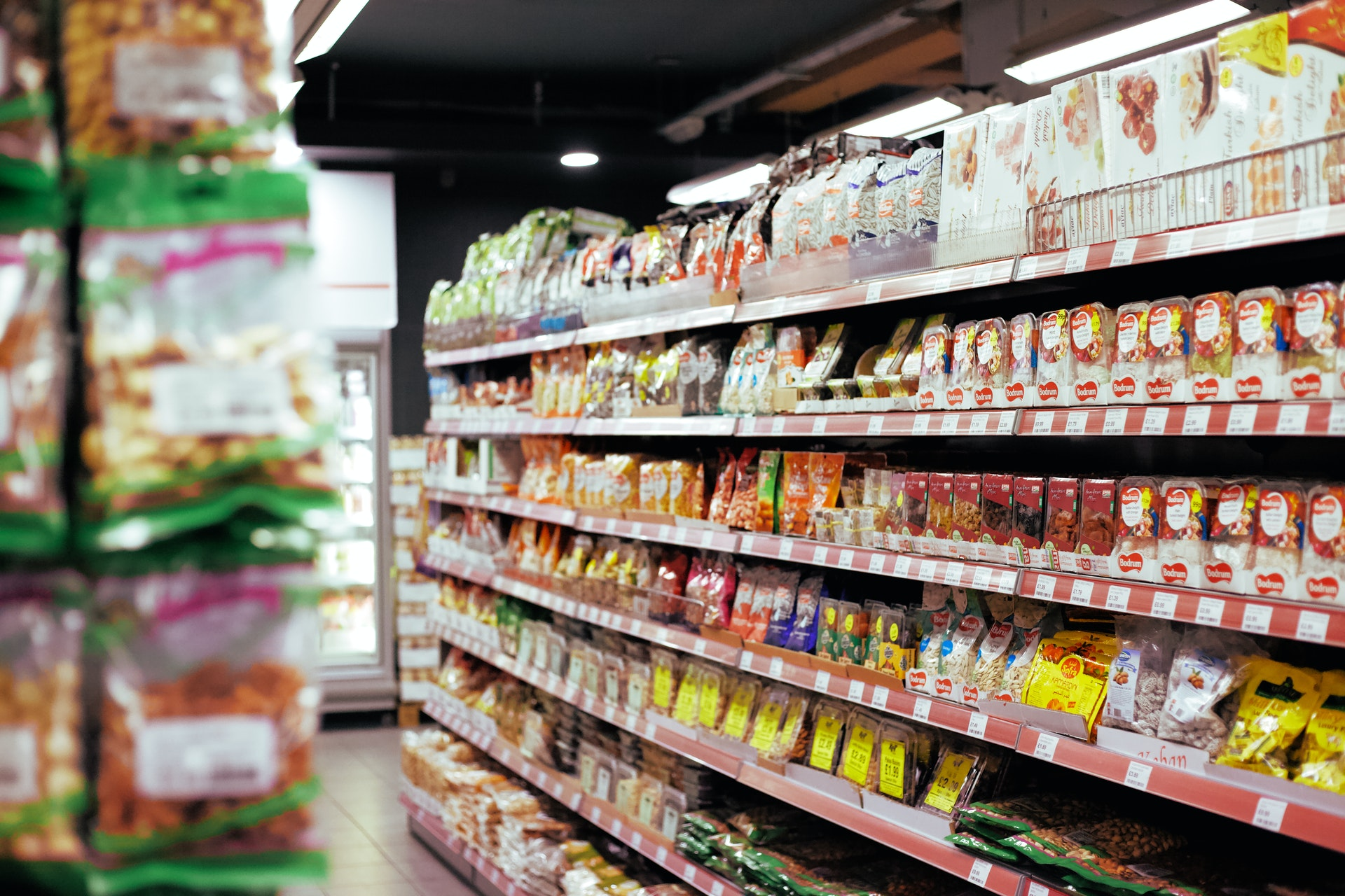 Prateleira supermercado (Foto - Pexels)