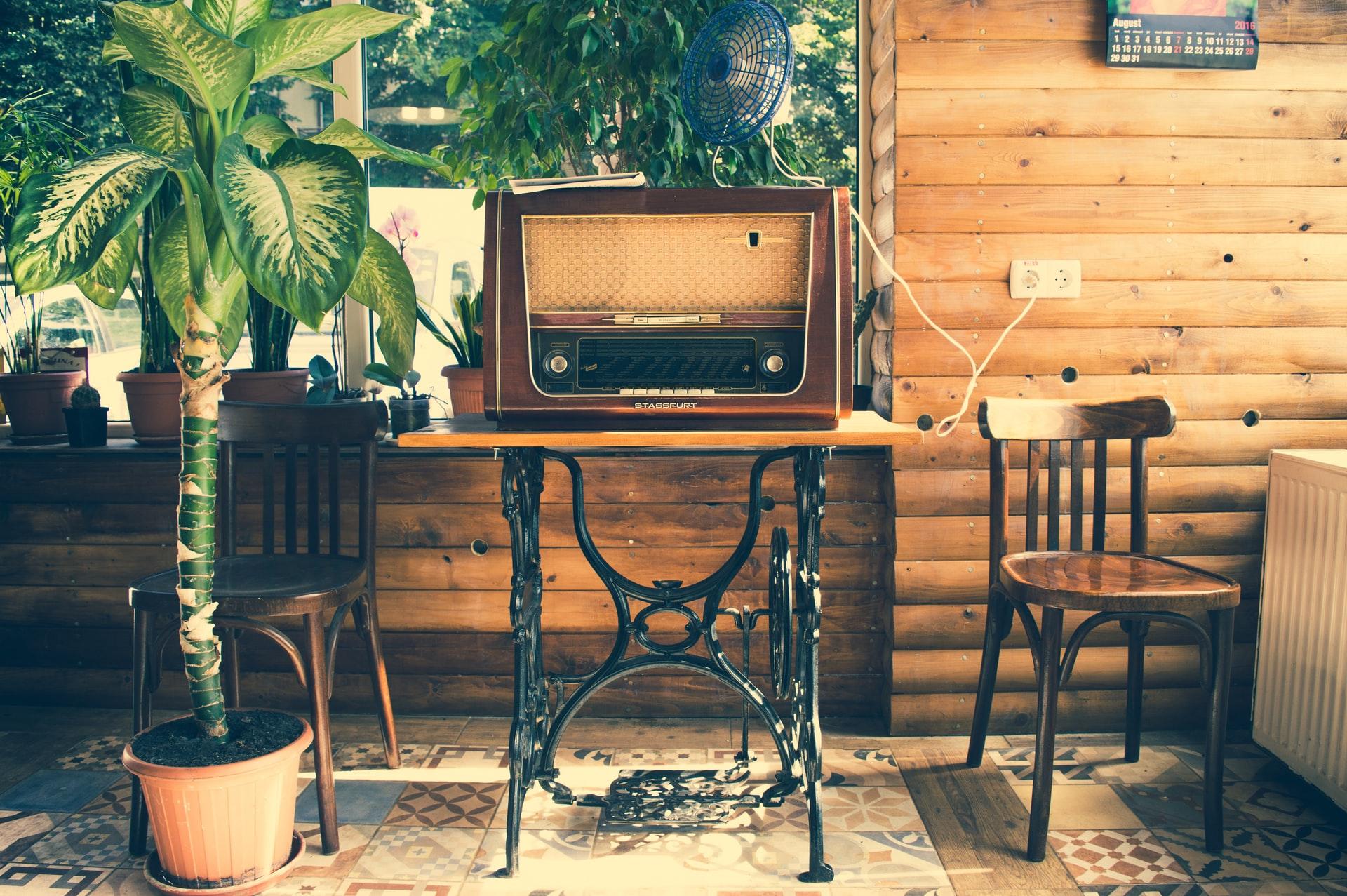 Televisão vintage (Fonte - Unsplash)